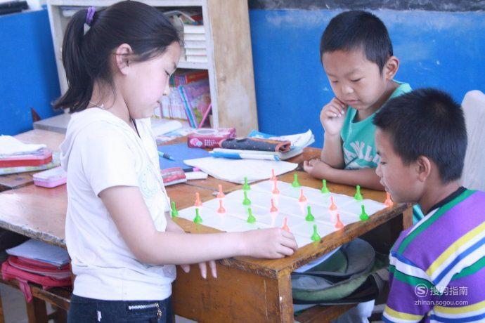 如何教孩子学下跳棋