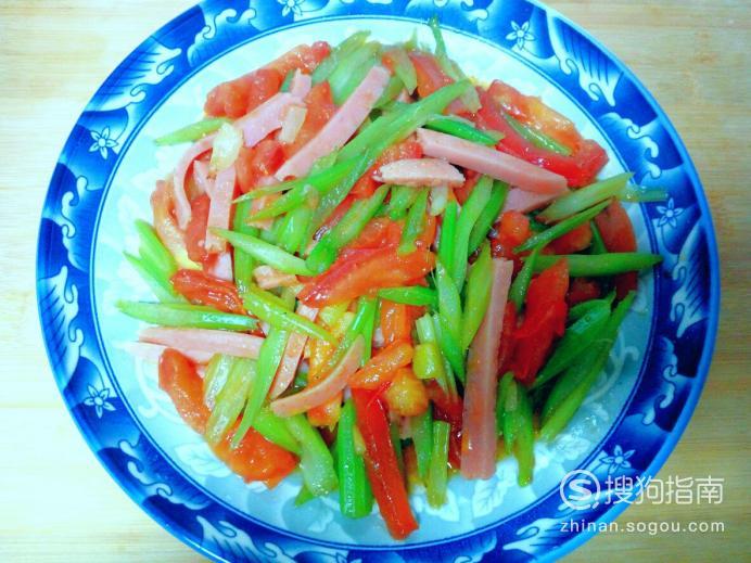 火腿肠炒西红柿芹菜的家常做法,看完你学会了么