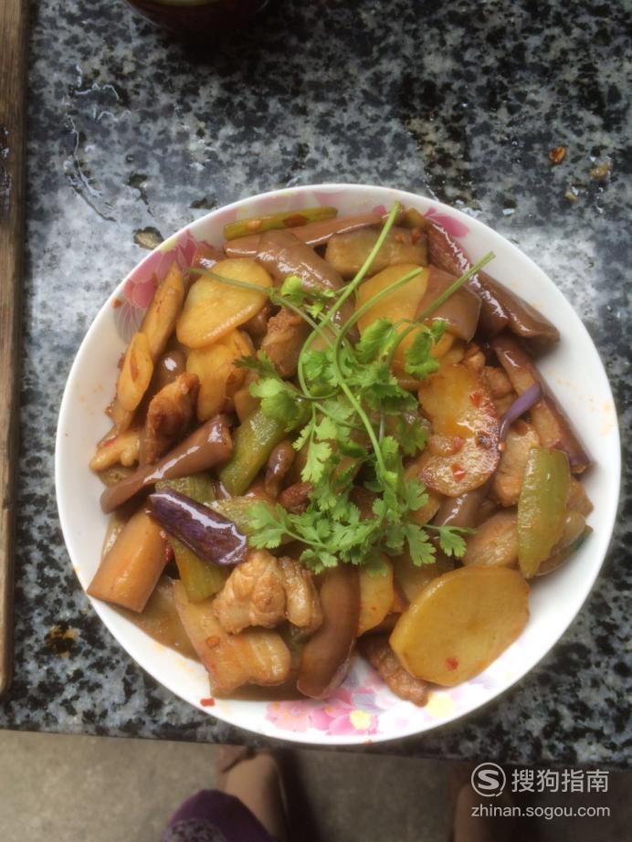 茄子土豆莴苣炒五花肉的家常做法,详细始末