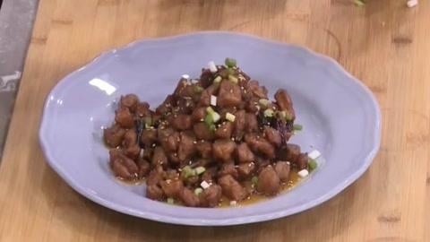 大厨教你做干香红亮的陈皮鸡丁 美味家常菜你值得拥有