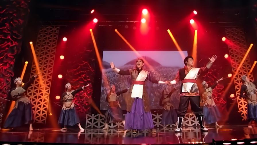 越南歌手翻唱《铁血丹心》,一开口立马就懵了,这也太魔性了!