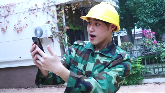 农民工捡到高档手机,失主警告不要看照片,农民工一气让手机漫游