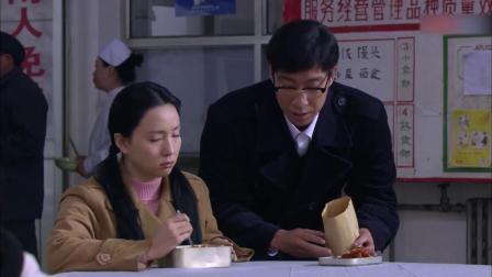 农村小子骗女友,哪料买了一堆猪头肉道歉,下秒姑娘直接提分手