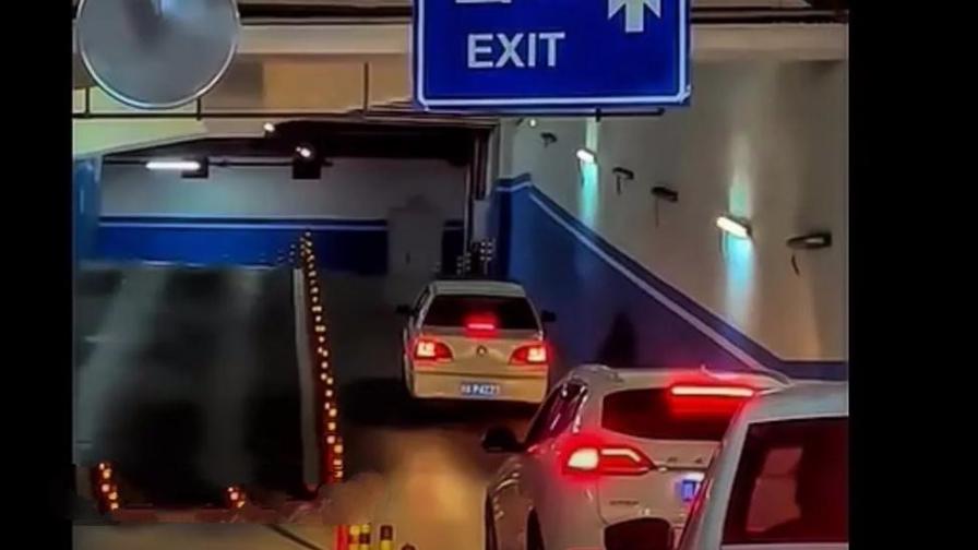 女司机合集,薛定谔的女司机起步停车的时间。