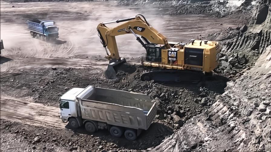 这样的挖掘机开足马力挖一天报酬多少?