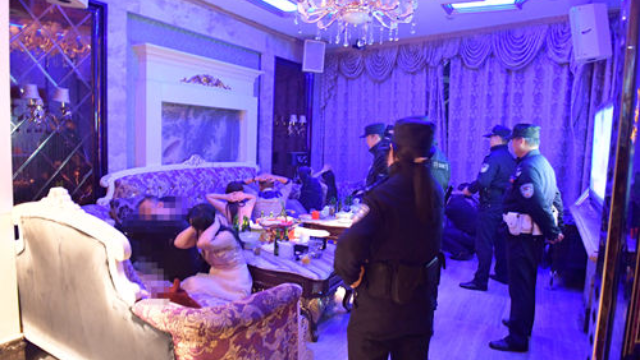 芜湖600余警力突袭扫黄 一次性抓二百多人