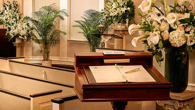 李咏葬礼已结束,在纽约著名殡仪馆