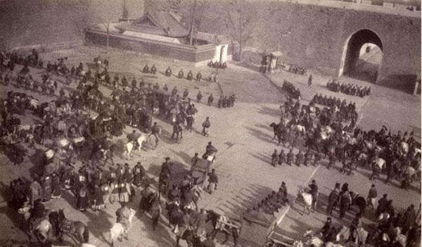 心动冒险岛私服发布网站晚清慈禧和光绪两宫西逃回京的老照片,场面跟打了胜仗似的