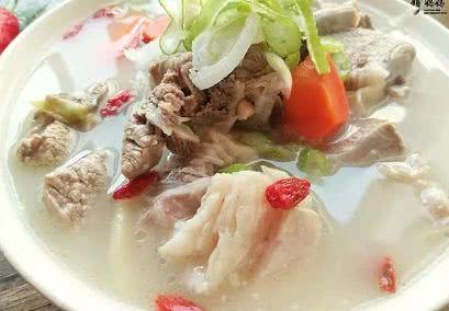 魔域sf发布网炖羊肉清汤时,别再冷水下锅,跟着羊肉馆师傅做,汤白肉鲜无膻味