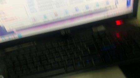 开箱下半段,由于电脑前面usb不行,只能插后面,单手难以操作,所
