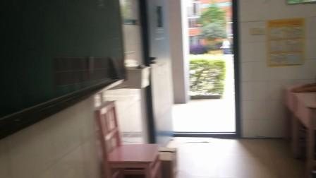 2017级5班数学小讲师王屹成讲没人理的小猪故事