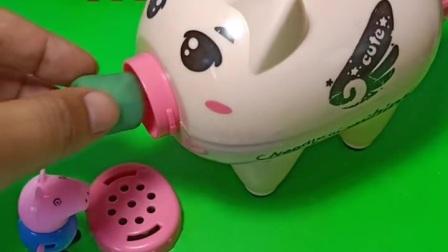 小猪佩奇看到面条机坏了,打算进去修,没想到乔治来了,太逗啦