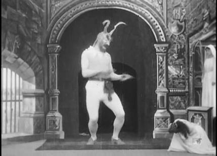 魔鬼和雕像剧照
